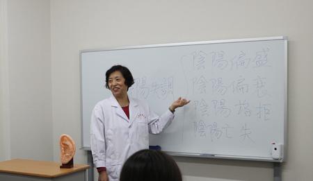 本校から派遣される講師陣による本場の中医学を日本で